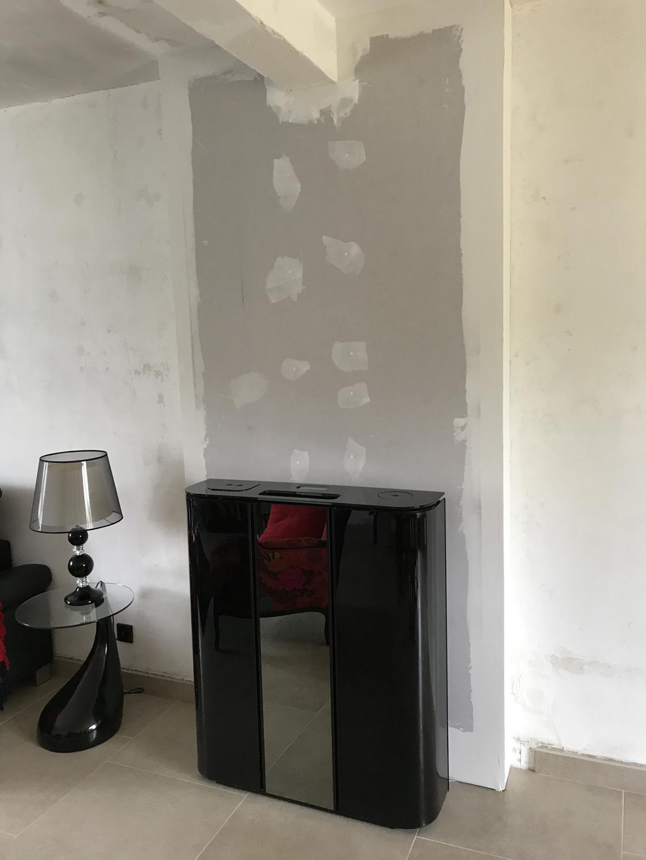 Installation d'un poêle à granulés plat SKIA PLASMA GLASS avec porte miroir - Tilloy les Hermaville Image 1