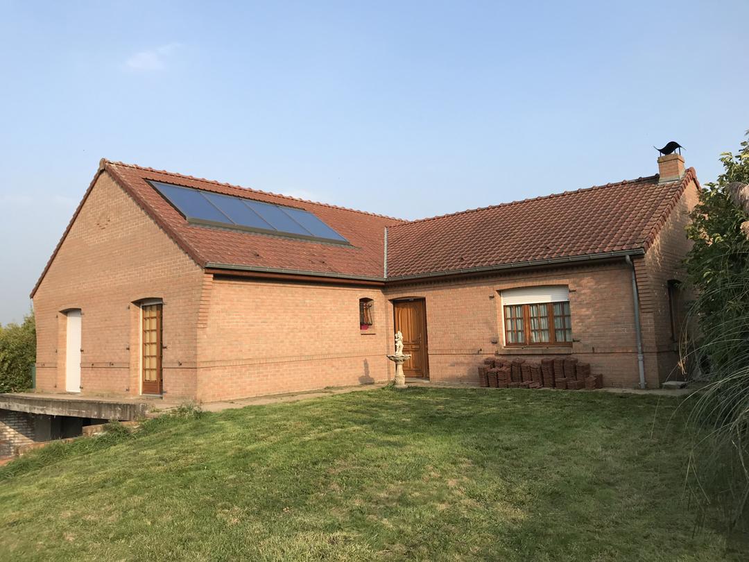 Installation de 4 panneaux solaires thermique ROTEX DAIKIN intégrés en toiture - Courrières Image 1